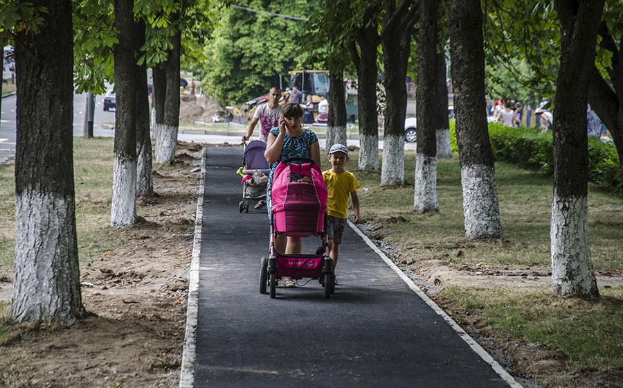 Єдину у Вінниці відокремлену велодоріжку першими випробовують… мами з колясками (фото) - фото 2